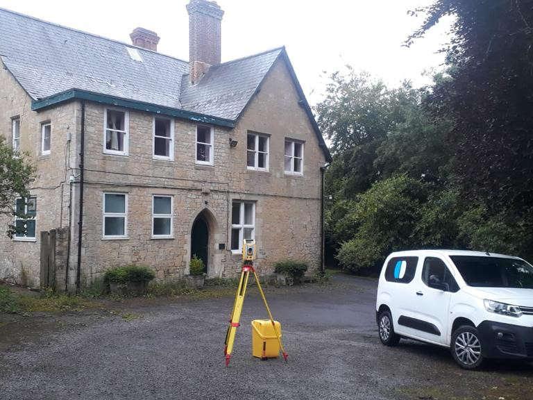 Surveybase van branding topo equipment house